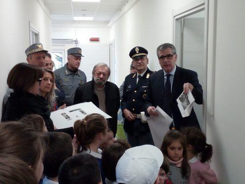 """La Polizia di Stato in visita alla scuola """"Romolo Murri"""" di Gualdo"""