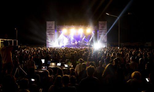 Shopping sotto la luna di Noemi: boom di presenze per apertura Valmontone Outlet Summer Festival